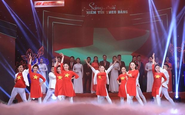 Programa artistico elogia el amor hacia la Patria y la confianza en el Partido hinh anh 4