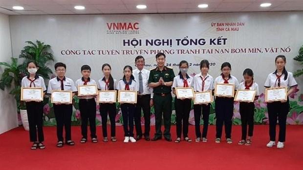 Elevan conocimientos de prevencion de accidentes con bombas en Vietnam hinh anh 1