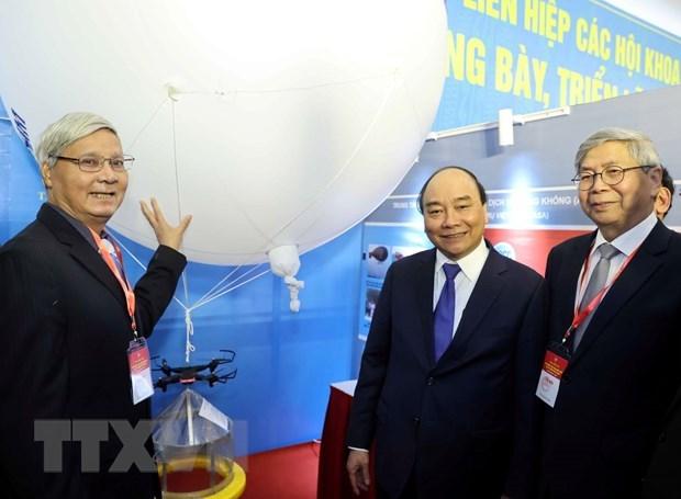Premier de Vietnam aprecia aportes de intelectuales al desarrollo nacional hinh anh 2