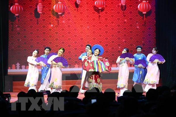 Ambiente festivo de Noche de Gala del Ano Nuevo en Hanoi hinh anh 1