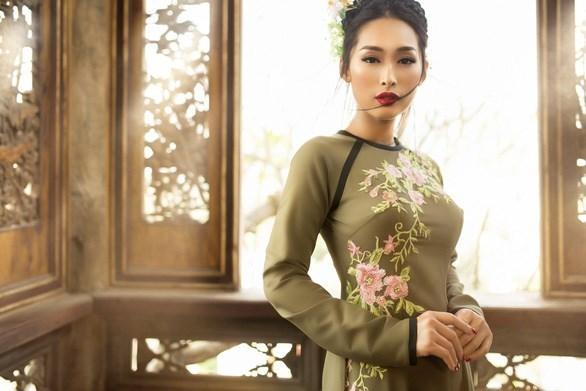 Honran belleza de Ao dai vietnamita en provincia de Quang Ninh hinh anh 1