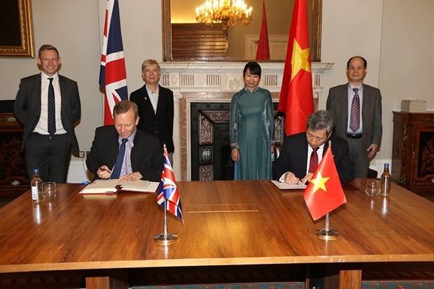 TLC abre futuro brillante para relaciones Reino Unido-Vietnam hinh anh 1