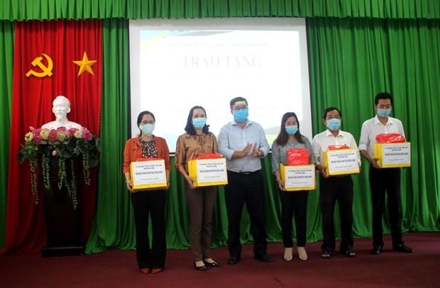 Provincia vietnamita entrega mascarillas a alumnos pobres hinh anh 1