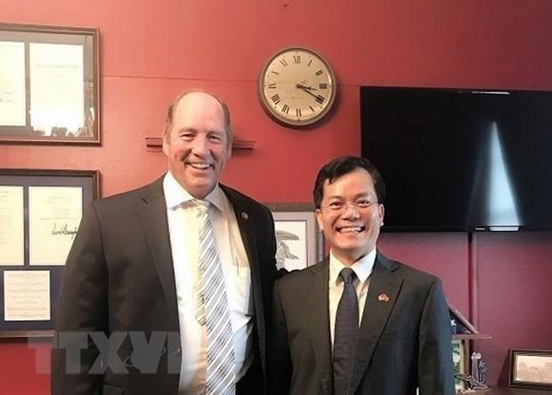 Embajador vietnamita conversa por telefono con congresista estadounidense Ted Yoho hinh anh 1