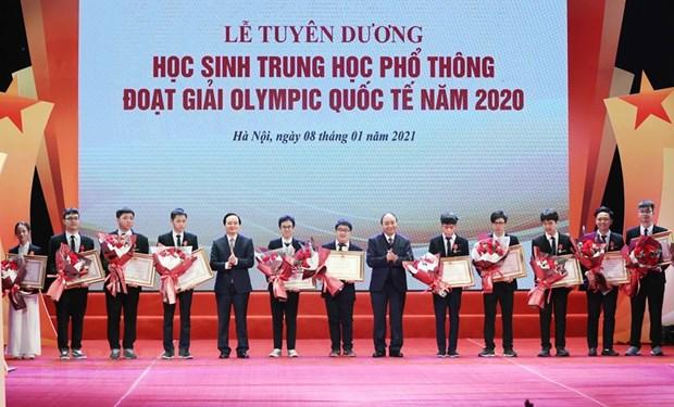 Honran a destacados estudiantes en las Olimpiadas Internacionales en 2020 hinh anh 1