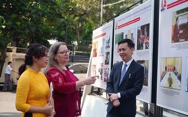 Exposicion destaca 25 anos de normalizacion de relaciones Vietnam- EE.UU. hinh anh 1