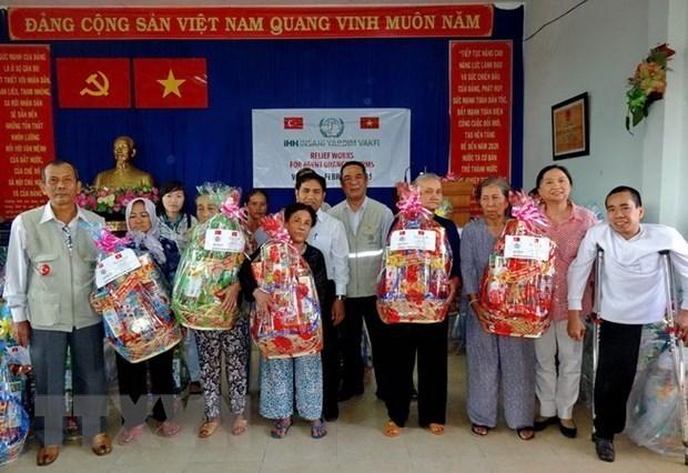 Ciudad Ho Chi Minh presta asistencia a necesitados en ocasion del Tet hinh anh 1
