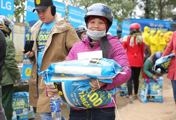 Empresa minorista vietnamita y socios globales ofrecen regalos del Tet a hogares pobres hinh anh 1