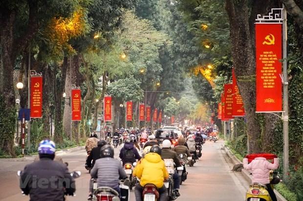 Hanoi decora calles para saludar el XIII Congreso Nacional del Partido hinh anh 1