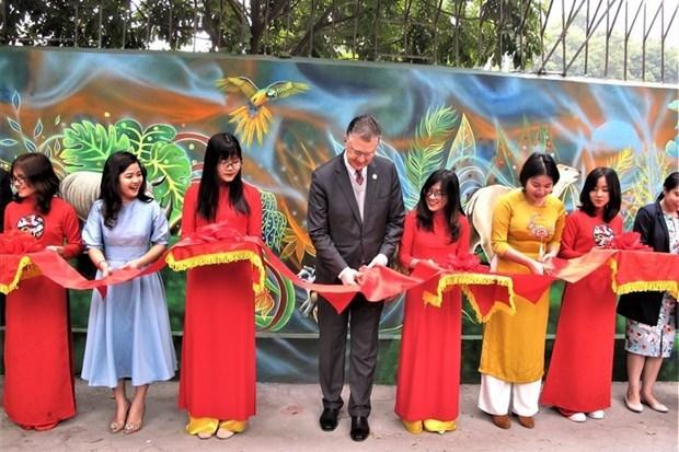 Inauguran mural sobre proteccion de medio ambiente en Hanoi hinh anh 1