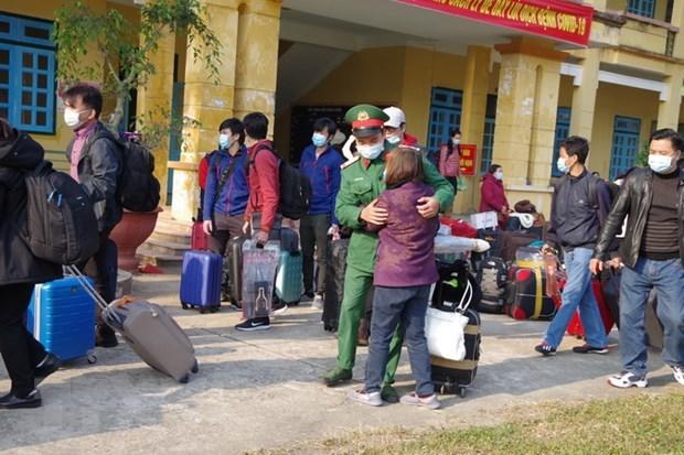 Ciudadanos repatriados cumplen cuarentena en provincia de Tien Giang hinh anh 1