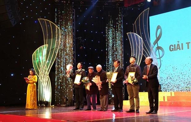 Honran a decenas de obras en premio musical vietnamita hinh anh 1