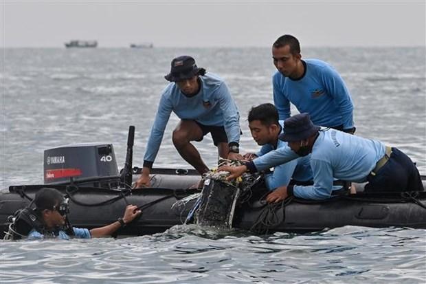 Indonesia: Prolongan labores de busqueda del avion estrellado hinh anh 1