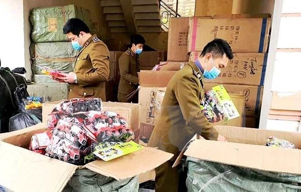 Provincias vietnamitas refuerzan lucha contra productos falsificados hinh anh 1