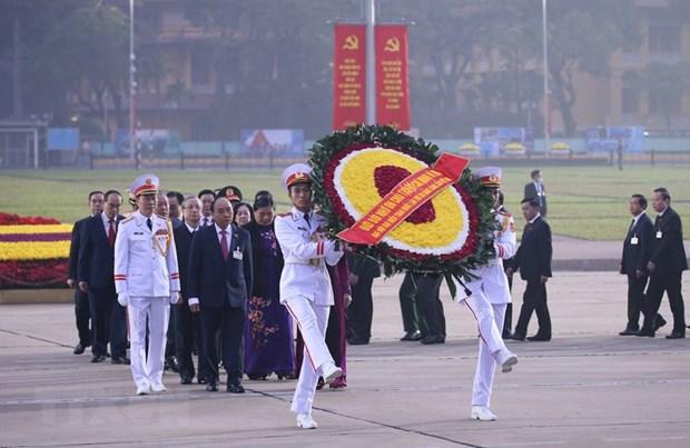 Delegados del XIII Congreso partidista rinden homenaje al Presidente Ho Chi Minh hinh anh 1