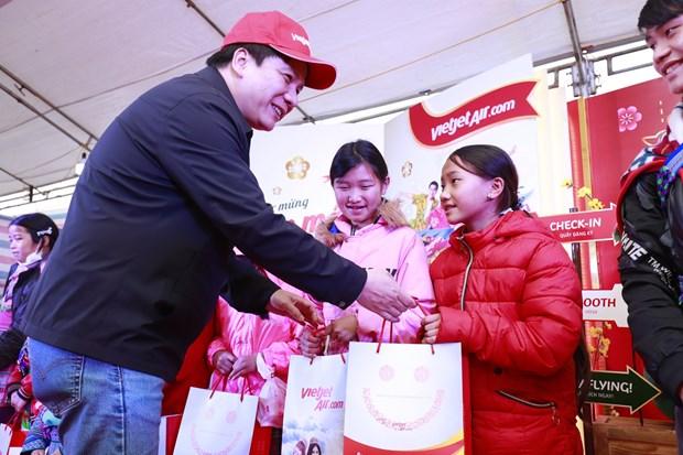 Vietjet presta asistencia a minorias en provincia vietnamita en ocasion del Tet hinh anh 1