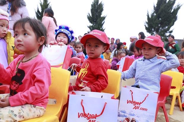 Vietjet presta asistencia a minorias en provincia vietnamita en ocasion del Tet hinh anh 2