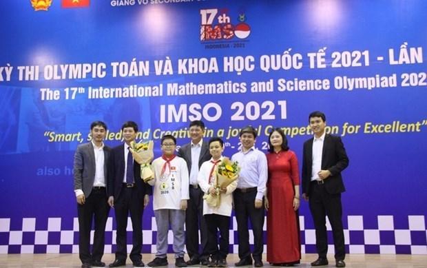 Estudiantes vietnamitas ganan 20 medallas en Olimpiada Internacional de Matematicas y Ciencias hinh anh 1