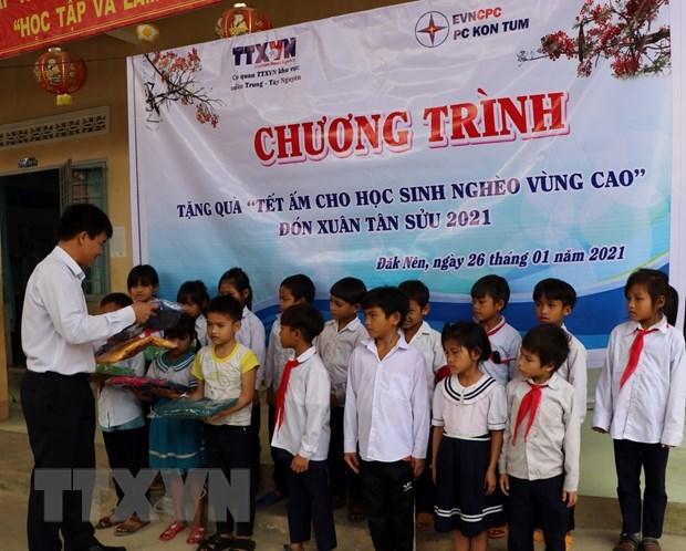 VNA brinda asistencia a alumnos desfavorecidos en provincia altiplana hinh anh 1
