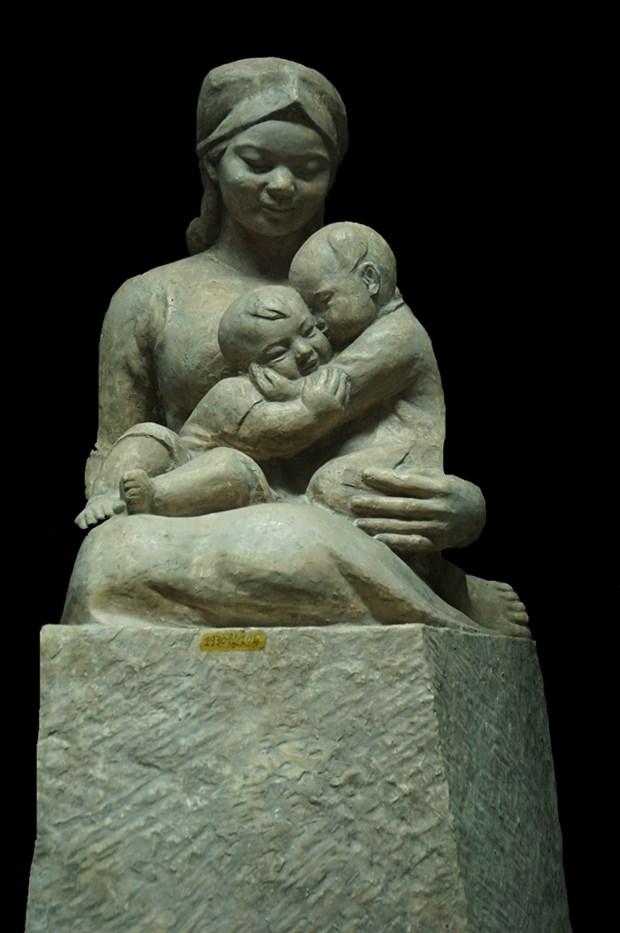 Celebran en Hanoi exposicion de esculturas con motivo del XIII Congreso partidista hinh anh 1