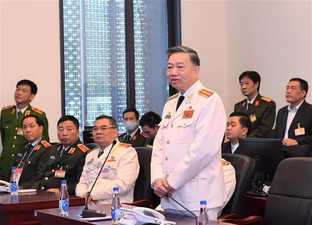 Inspeccionan trabajo de seguridad para la magna cita partidista de Vietnam hinh anh 1