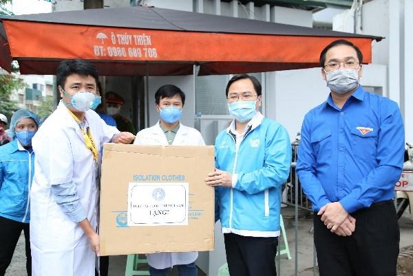 Entregan 1,5 millones de mascarillas medicas a localidades con nuevos casos de coronavirus en Vietnam hinh anh 1