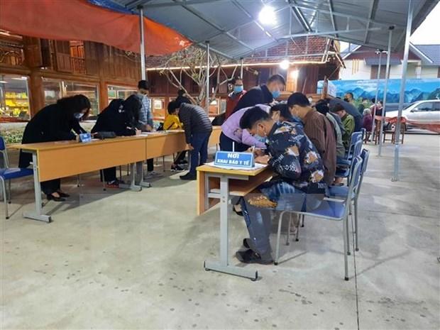 Provincias vietnamitas endurecen medidas preventivas contra el COVID-19 hinh anh 1