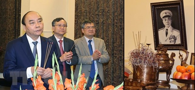 Premier de Vietnam rinde tributo a extintos dirigentes del pais en ocasion del Tet hinh anh 2