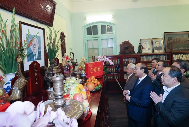 Premier de Vietnam rinde tributo a extintos dirigentes del pais en ocasion del Tet hinh anh 1