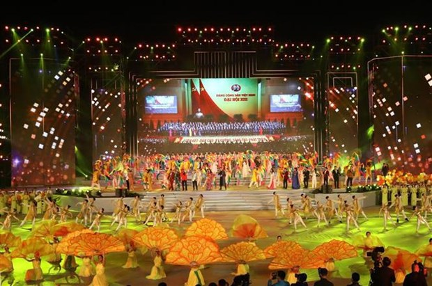 Programa artistico honra exito del XIII Congreso partidista de Vietnam hinh anh 1