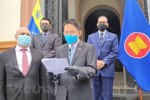 Vietnam entrega presidencia rotativa del Comite de ASEAN en Venezuela hinh anh 1