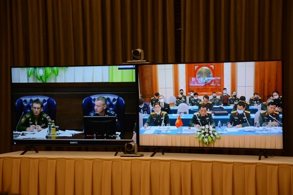 Vietnam y Rusia debaten celebracion de juegos militares internacionales hinh anh 1
