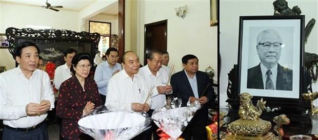Primer ministro de Vietnam rinde tributo a extintos dirigentes del Partido y Estado hinh anh 1