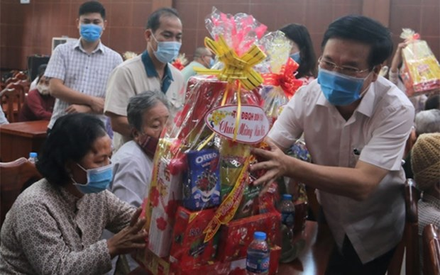 Entregan regalos de Tet a personas necesitadas en provincia de Dong Nai hinh anh 1