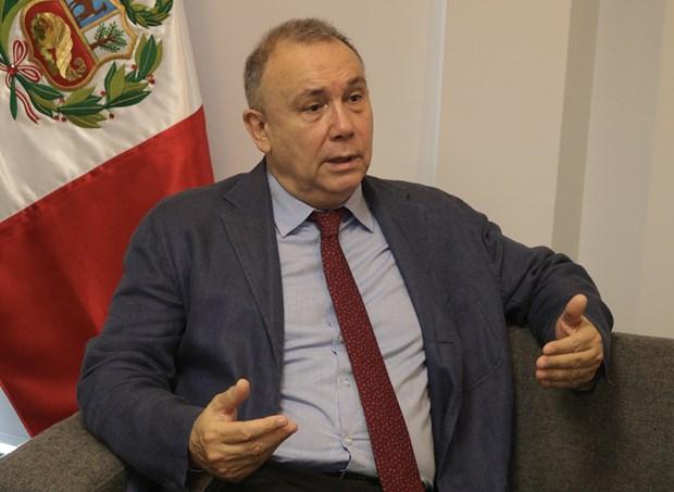 Embajador peruano valora posicion internacional de Vietnam hinh anh 1