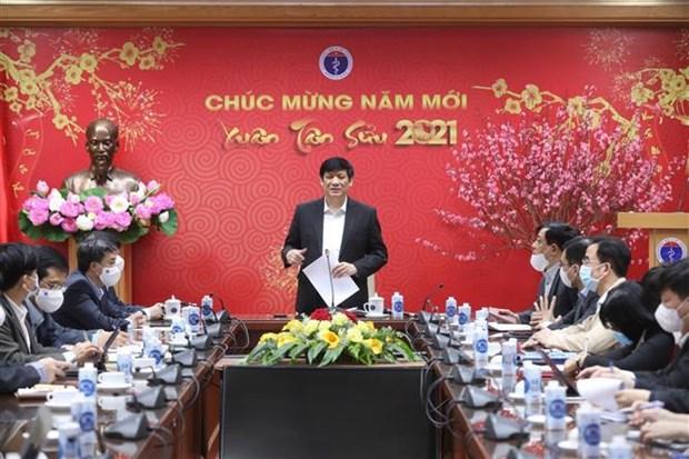 Sector de salud vietnamita realiza cambios en estrategia de prevencion y control del COVID-19 hinh anh 1