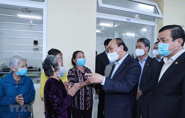 Visita premier de Vietnam a personas vulnerables en ocasion del Ano Nuevo Lunar hinh anh 1