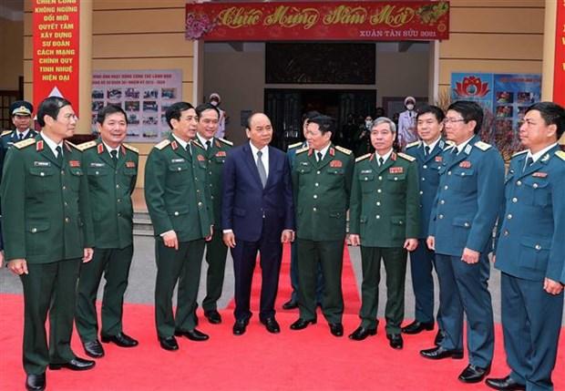 Primer Ministro congratula a soldados de la Division de Defensa Aerea de Hanoi en ocasion del Tet hinh anh 1