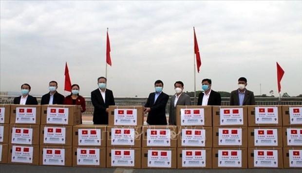 Ofrece ciudad china insumos medicos a provincia vietnamita afectada por rebrote de COVID-19 hinh anh 1