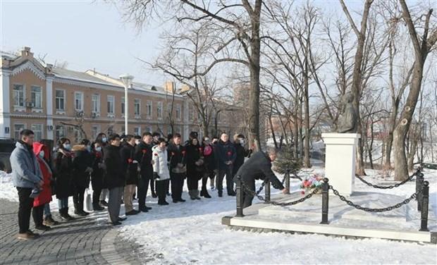 Vietnamitas en Vladivostok de Rusia rinde tributo al Presidente Ho Chi Minh hinh anh 1