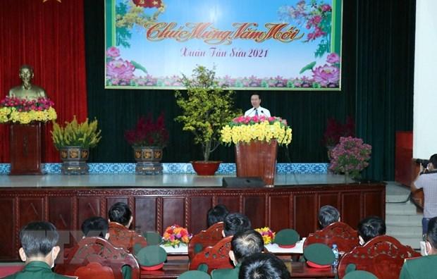 Dirigente partidista de Vietnam extiende a soldados felicitaciones de Ano Nuevo Lunar hinh anh 2