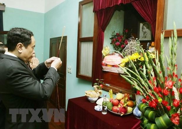 Titular de mayor organizacion de masas de Vietnam rinde tributo al Tio Ho hinh anh 1