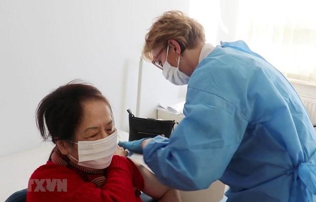 Centro de Salud Vietnam – Polonia aplica vacuna contra el COVID-19 hinh anh 1