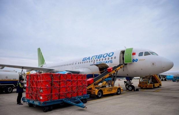 Bamboo Airways ofrece transporte gratuito de equipos medicos para epicentro de COVID-19 en Vietnam hinh anh 1