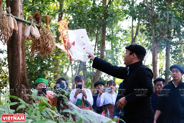 Culto al dios del bosque de etnia Mong en Vietnam hinh anh 1