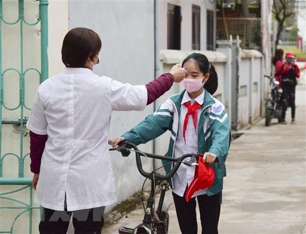 Estudiantes de provincia vietnamita vuelven a la escuela tras restricciones por el COVID-19 hinh anh 1