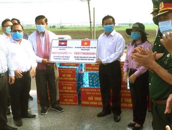 Apoyan a khmeres de origen vietnamita en Camboya en lucha contra el COVID-19 hinh anh 1