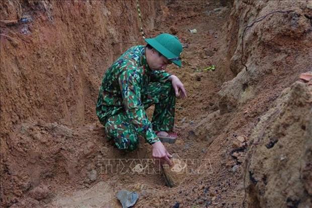 Desactiva una bomba de 220 kilogramos en la provincia vietnamita hinh anh 1