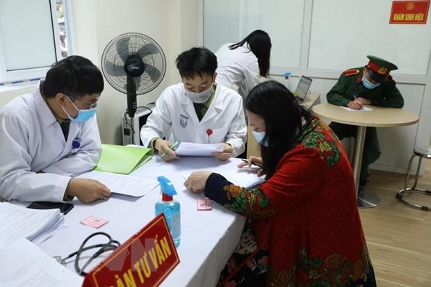 Voluntarios mayores participan en segunda fase del ensayo de la vacuna vietnamita Nano Covax hinh anh 1