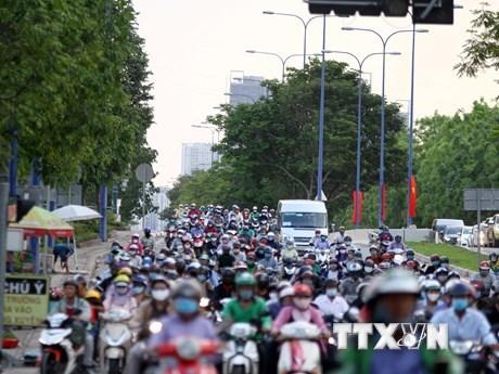 Vietnam controla emisiones de vehiculos para mejorar la calidad del aire hinh anh 1